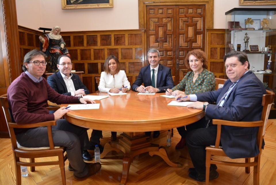 La Diputación de Toledo apoya el transporte interurbano de viajeros de Nambroca