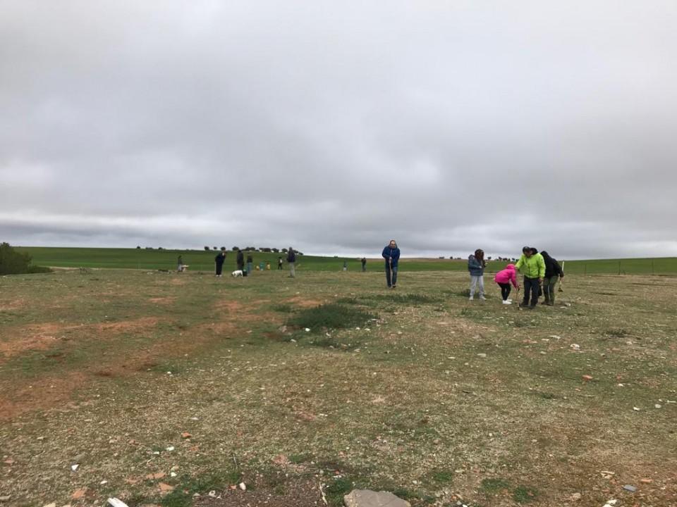 El concejal Bienvenido Jiménez entrega 160 árboles a los voluntarios de la Bellotada