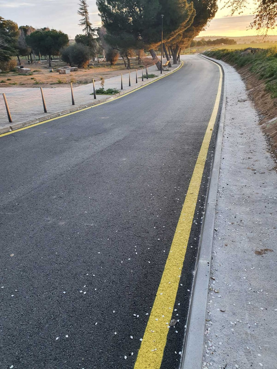 l Ayuntamiento finaliza la pavimentación del acceso a la Piscina municipal